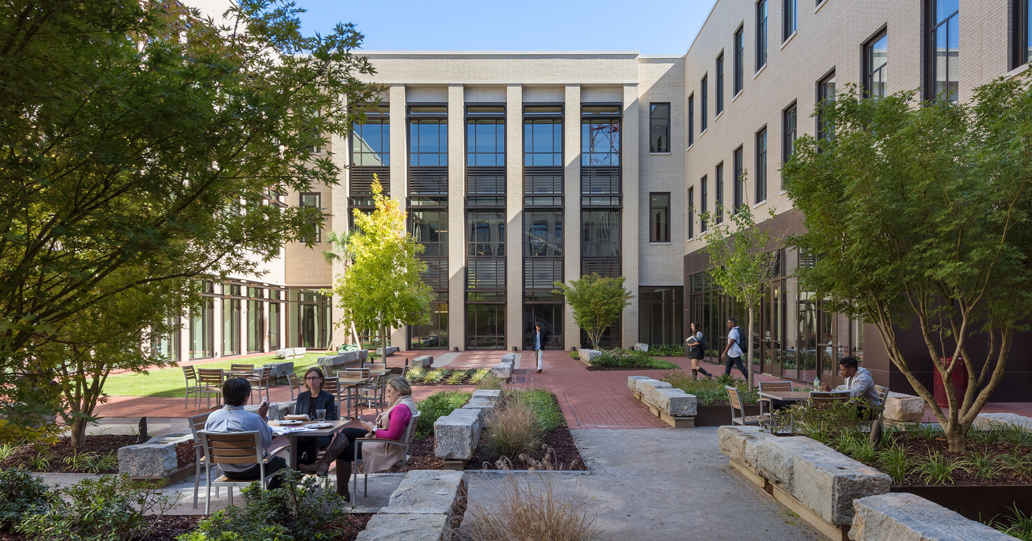 Boudreaux architects created meetings spaces outside to improve student traffic flow at the new Law School.